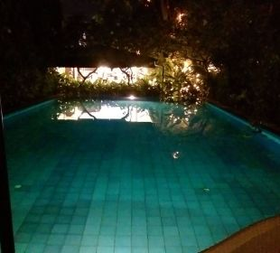 Pool bei Nacht K Hotel