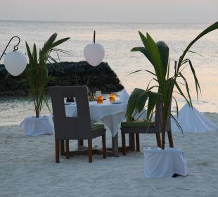 Gleich wird serviert..... Hotel Constance Moofushi Resort