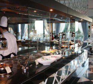 Restaurant +16