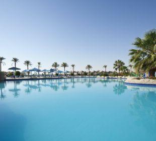 Heated pool SUNRISE Select Royal Makadi Resort