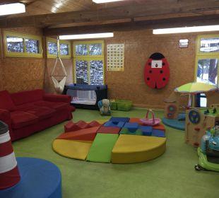 Babybetreuung im Bärenclub Familotel Family Club Harz