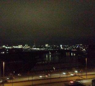 Ausblick bei Nacht 6.Stock Hotel Holiday Inn Hamburg