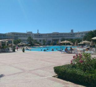 Poolanlage Hotel Vincci Marillia