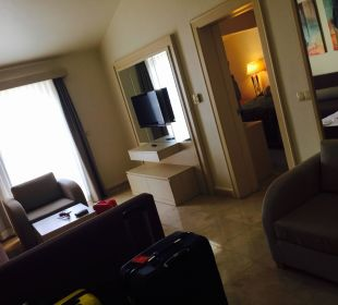 Wohnraum in der Suite SENTIDO Perissia
