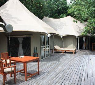 Terrasse mit Badezelt Hotel Banyan Tree Madivaru