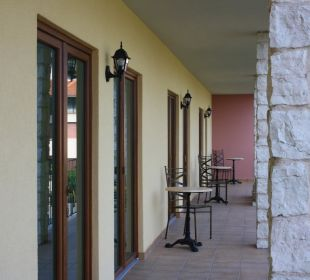 Der lange hintere Balkon Residenza Le Due Torri