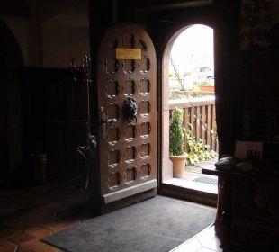 Alte Tür zum Restauranteingang Hotel Schloss Saaleck
