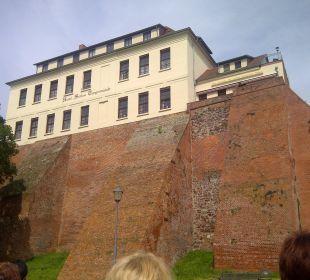 Blick vom Elbufer auf das Hotel Ringhotel Schloss Tangermünde