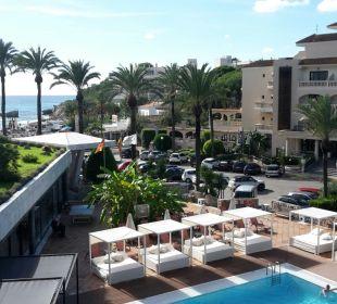 Ausblick von unserem Zimmer (Pool und Strand) Hotel Serrano Palace