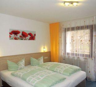 Doppelzimmer mit Betten in Überlänge Faxe Schwarzwälder Hof Waldulm