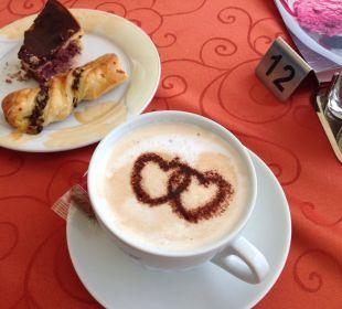 Kaffee und Kuchen  Alm- & Wellnesshotel Alpenhof