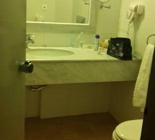 Bad im Standartzimmer  Hotel Horizon Beach Resort