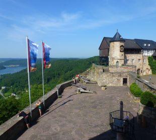 Blick vom Restaurant auf Burghof/Edersee Hotel Schloss Waldeck