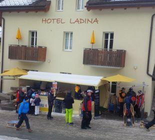 Im Winter gibt es den Glühwein vor der Tür  Hotel Ladina