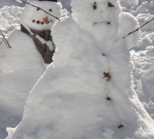 Schneemannfest auf dem Winterspielplatz Der Kleinwalsertaler Rosenhof