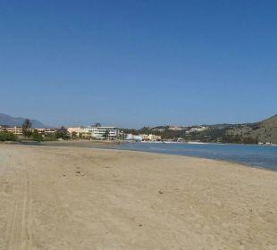 Corissia Park rechts hinten Hotel Corissia Beach