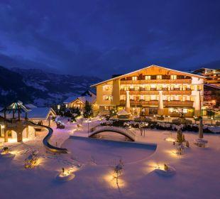 Abend-Außenaufnahme Verwöhnhotel Berghof