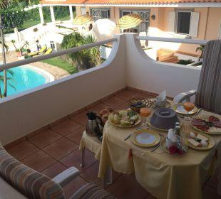 Balkon mit Frühstückstisch Villa Opuntia
