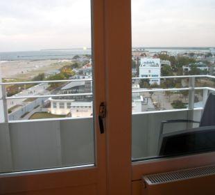 Vom Zimmer über Balkon nach draußen geschaut Hotel Neptun