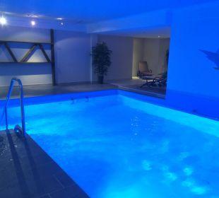 Bequeme Treppe ins Wasser WellVital Hotel Tyrol