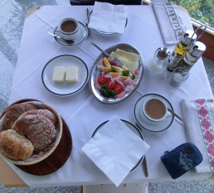 Frühstück, z.T. serviert Pension Mairhof