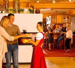 Tagesausklang an der Bar Der Kleinwalsertaler Rosenhof