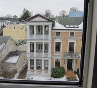 Blick zur Straße aus Classic-Zimmer 306 Strandhotel Ostseeblick