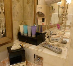 Badezimmer Executive Harbour View Room Nr. 6108 Hotel Conrad Hong Kong