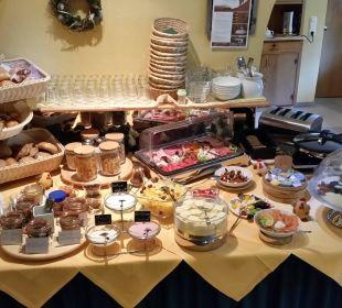 """Frühstücksbuffet im """"naturgesund Viktoria"""" Naturgesund Haus Viktoria"""