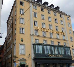 Von Außen First Hotel Reisen