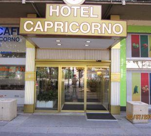Eingang des Hotels Hotel Capricorno