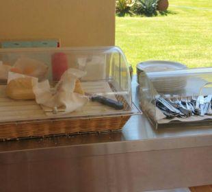 Üppige Brotbeilage zum Salat Vantaris Beach Hotel