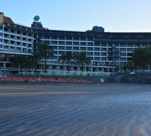 Blick vom Strand zum Hotel Hotel Dunas Don Gregory