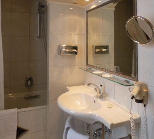 Badezimmer zu Zimmer 364 Hotel Bristol Salzburg