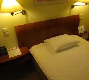 Bett Zimmer Globana Airport Hotel