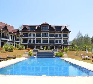 Blick vom Pool zum Haupthaus Khao Lak Riverside Resort & Spa