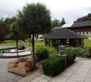 Blick auf Pavillon und Garage  Gasthof Pension Birkenhof