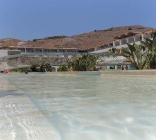 Ausblick vom Pool auf die Anlage Hotel Resort & Spa Avra Imperial Beach