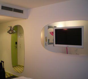 TV im Spiegel eingebaut