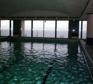 Meerwasser-Schwimmbad mit 30° warmen Ostseewasser. Hotel Neptun