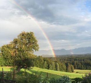 Von der Terrasse hinterm Haus Blick auf die Berge Biohof Rechenmacher