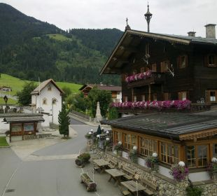 Dorfplatz mit Kirchenanlage Landgasthof Reitherwirt & Jagdhof Hubertus