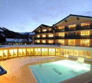 Hubertus und Pool im Winter Hubertus Alpin Lodge & Spa