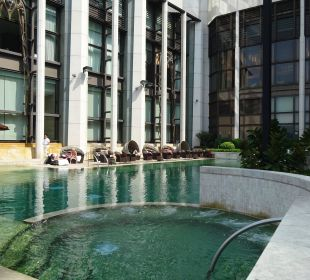 Kalter Pool mit Baulärm Hotel Harbour Grand Hong Kong