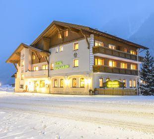 Hotel Alp Larain Winteransicht Hotel Alp Larain
