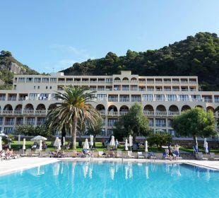 Hotelanlage mit Poolbereich lti Grand Hotel Glyfada
