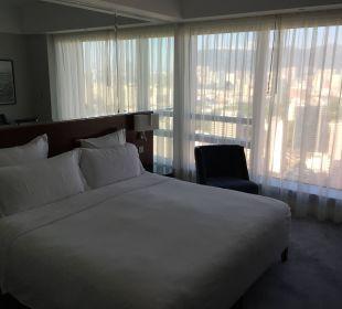 Bett eines Club-Rooms Hotel Langham Place