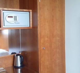 Шкаф  и сейф K+K Hotel am Harras