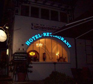 Außenansicht abends vom Restaurant Hotel Villa Gropius