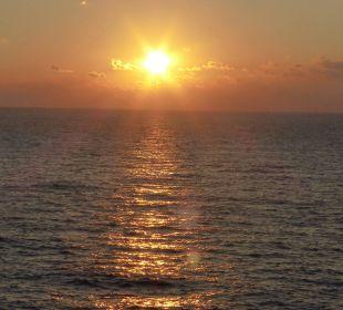 Sonnenaufgang vom Balkon aus fotografiert JS Hotel Cape Colom